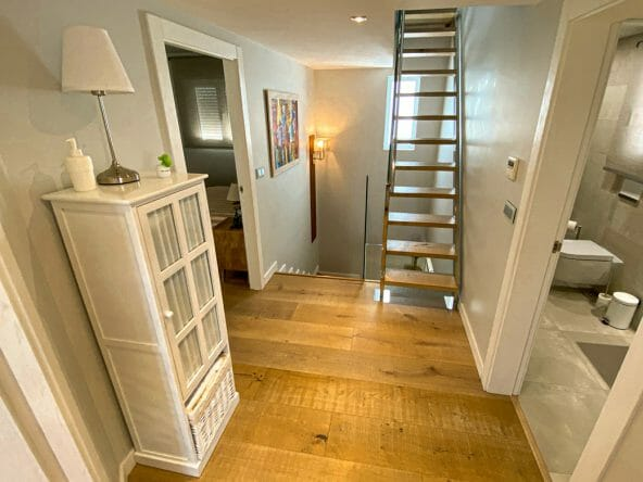 Access to bedrooms upstairs 2