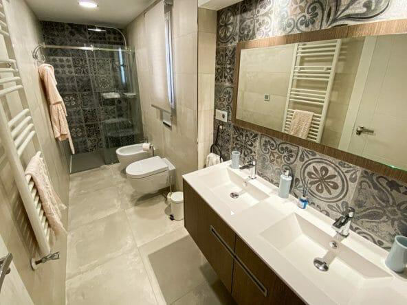 Bathroom upstairs 2