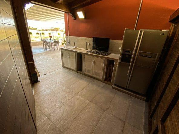Side kitchen outside